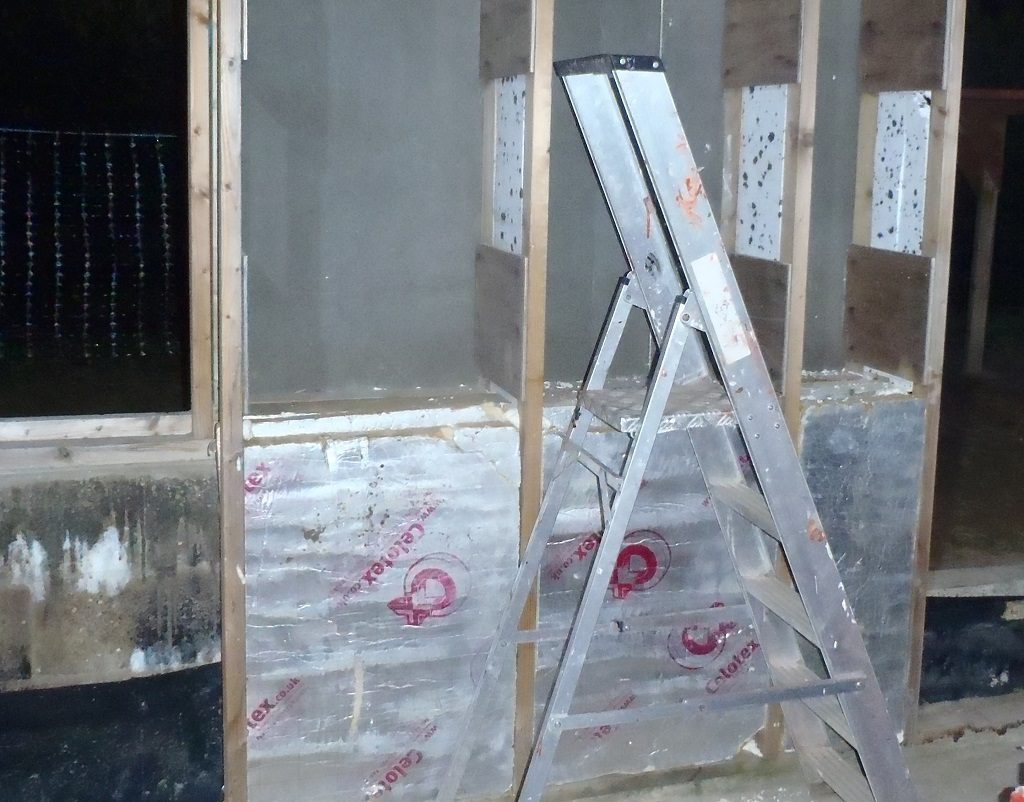 Insulation-at-base-of-wall