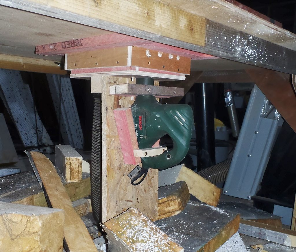 Sabre-saw-in-Insulation-Saw-Table