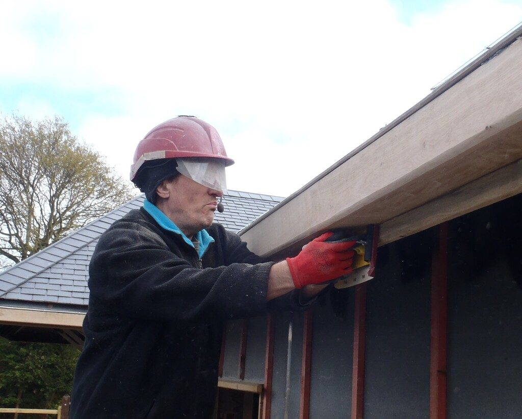 Inspecting the Gutters, Sealed the Metal Mesh Edge and Starting to clean and oil them.