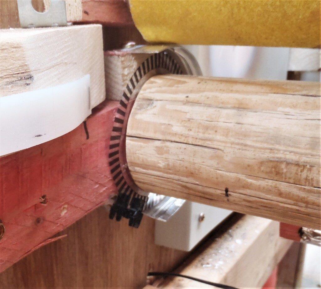 Encoder-disk-and-sensor-on-a-pinch-roller