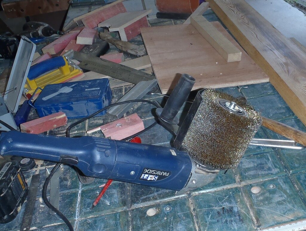 Gaint-wire-wheel-to-clean-burned-planks-2