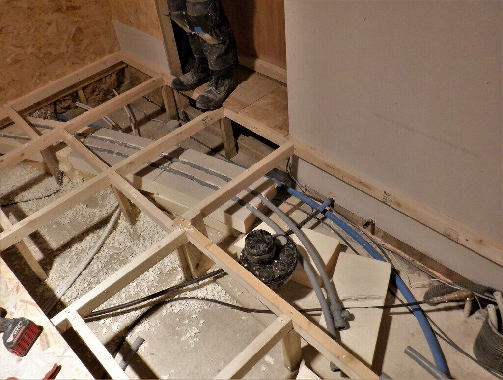 Start-of-Heating-pipe-crossing-the-room