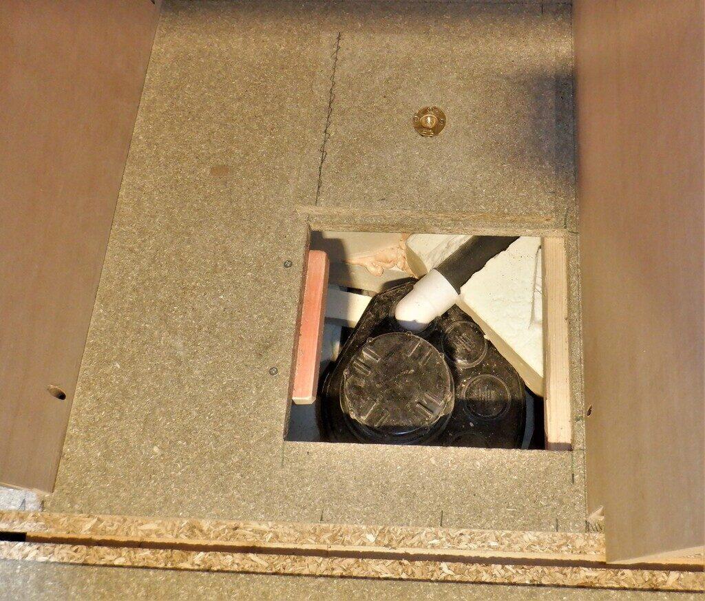 Utiltiy-cupboard-1-hatch