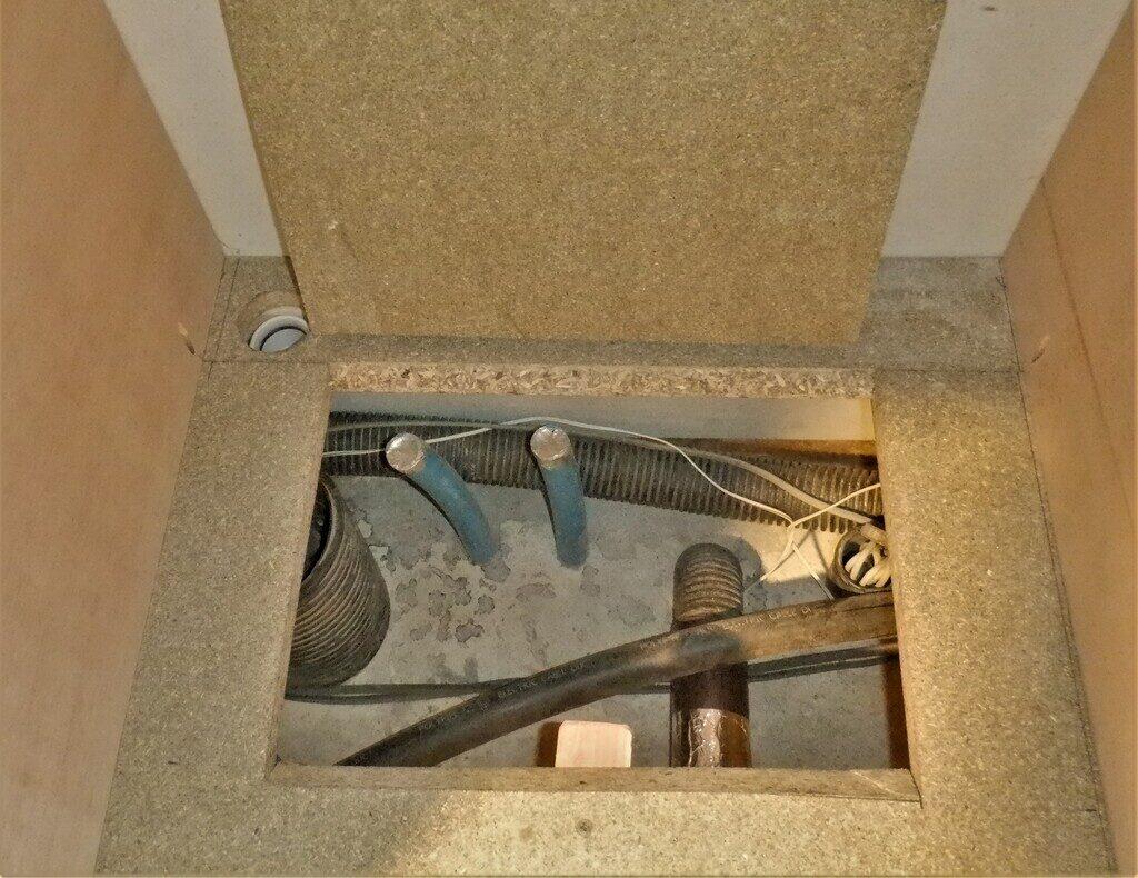 Utiltiy-cupboard-3-hatch